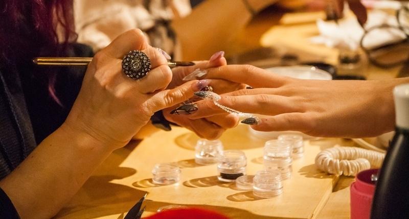Mejores Secadores de Uñas: Tipos y Cómo usarlos - Esenziale