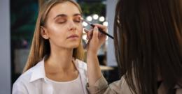 Métodos para disimular las ojeras: ácido hialurónico, parches y maquillaje